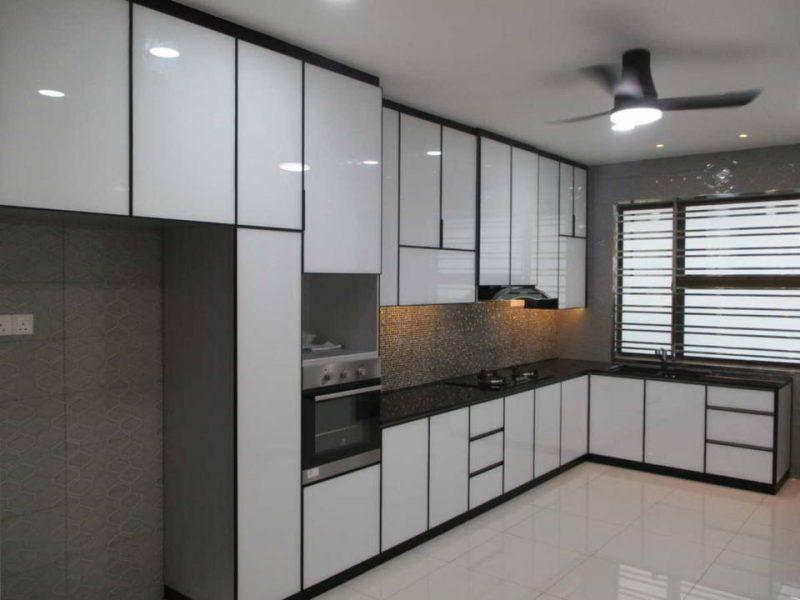 desain kitchen aluminium warna putih